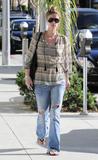 Nicky Hilton - Страница 2 Th_51297_celebrity-paradise.com-The_Elder-Nicky_Hilton_2010-01-28_-_stroll_through_Beverly_Hills_635_122_101lo