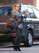 http://img239.imagevenue.com/loc377/th_620150753_HilaryDuff_takes_son_to_a_doctors_appointment28_122_377lo.jpg