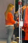 http://img239.imagevenue.com/loc413/th_106706751_Luisana_Lopilato_Shopping_in_Buenos_Aires3_122_413lo.jpg