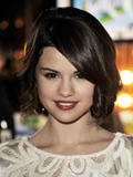 http://img239.imagevenue.com/loc430/th_39048_Selena_Gomez_2009-01-15_-_Hotel_for_Dogs_Premiere_in_Los_Angeles_2199_122_430lo.jpg