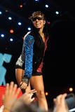 th_71906_celebrity-paradise.com-The_Elder-Keri_Hilson_2010-02-04_-_Pepsi_Super_Bowl_Fan_Jam_in_Miami_193_122_450lo.jpg