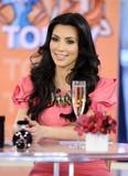 Kim Kardashian (Ким Кардашьян) - Страница 13 Th_23440_Celebutopia-Kim_Kardashian_appears_at_the_NBC5s_Today_show-01_122_494lo