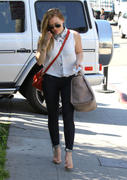 http://img239.imagevenue.com/loc594/th_723731212_Hilary_Duff_out_and_about_in_Hollywood18_122_594lo.jpg